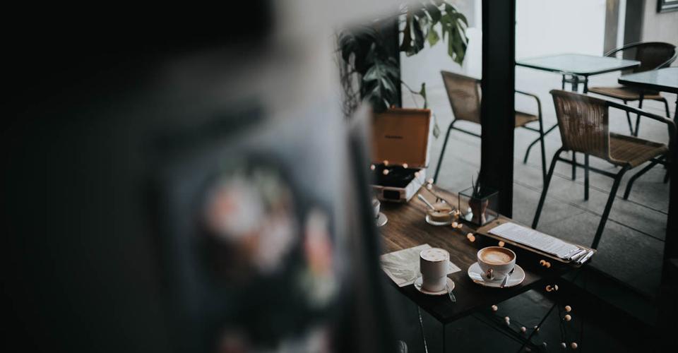 cały gaweł sopot wywiad kawa kawiarnia sztuka