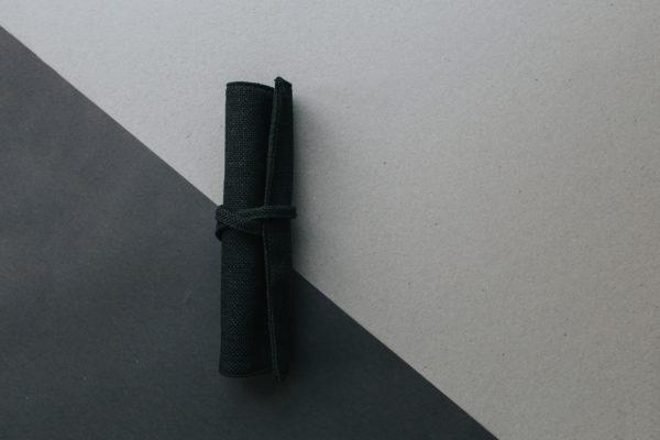 Piórnik zwijany czarny